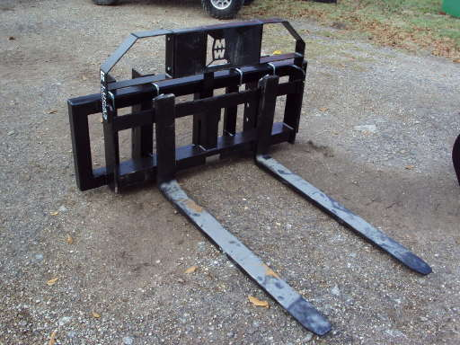 EQUIPMENT OTHER Universal pallet forks for pin on front end loaders