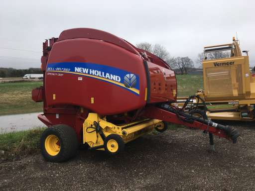 2014 New Holland Agriculture Roll-Belt™ 560 Round Baler