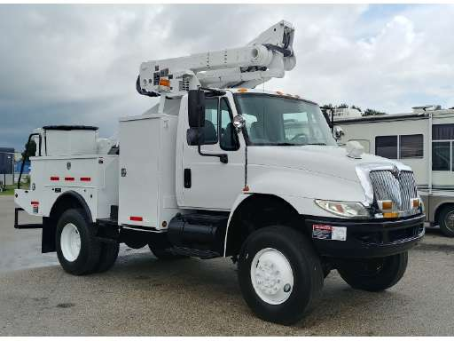 2011 INTERNATIONAL 4300 Altec AT40-P